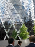 businessmen-office-building-blurred-motion