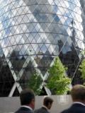 businessmen-office-building-blurred-motion